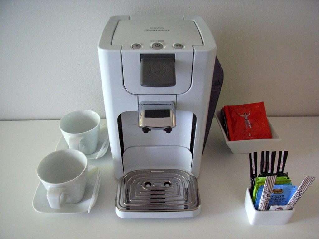 bild kaffee und teemaschine zu art 39 otel cologne in k ln. Black Bedroom Furniture Sets. Home Design Ideas