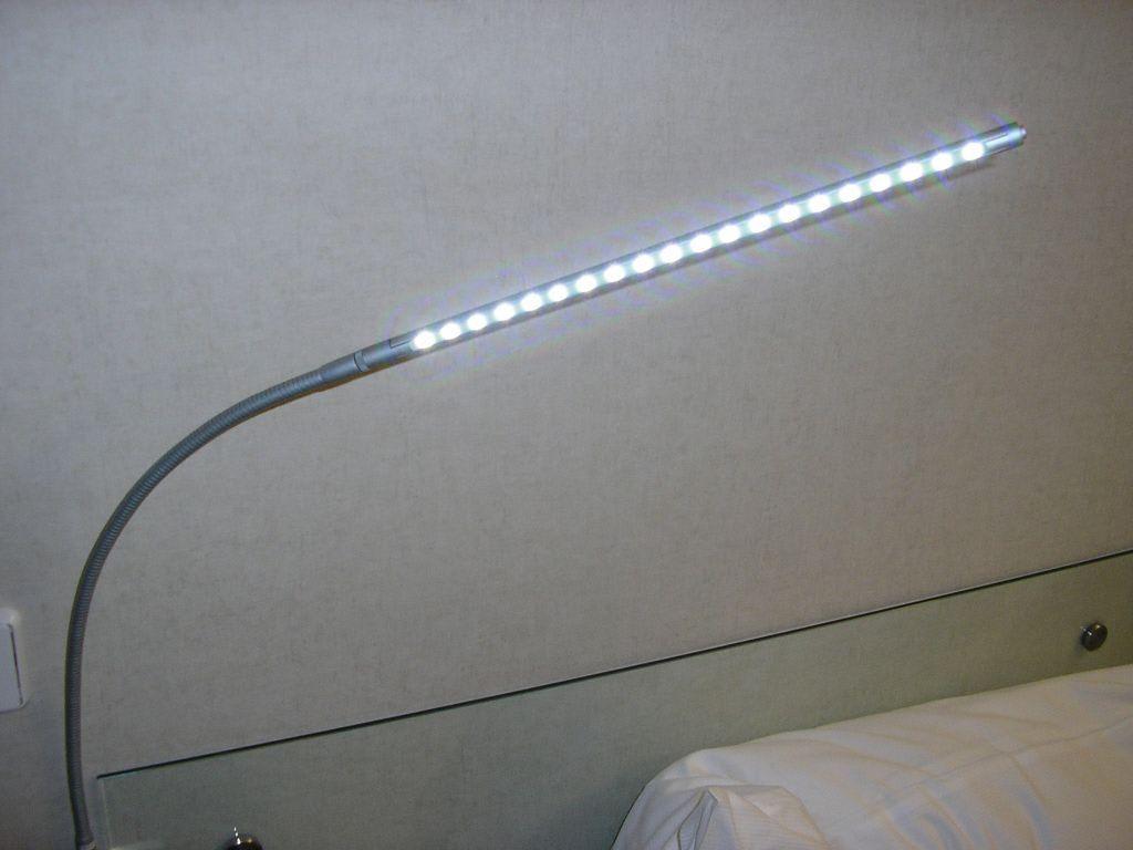 bild design led nachttischlampe zu design metropol hotel. Black Bedroom Furniture Sets. Home Design Ideas