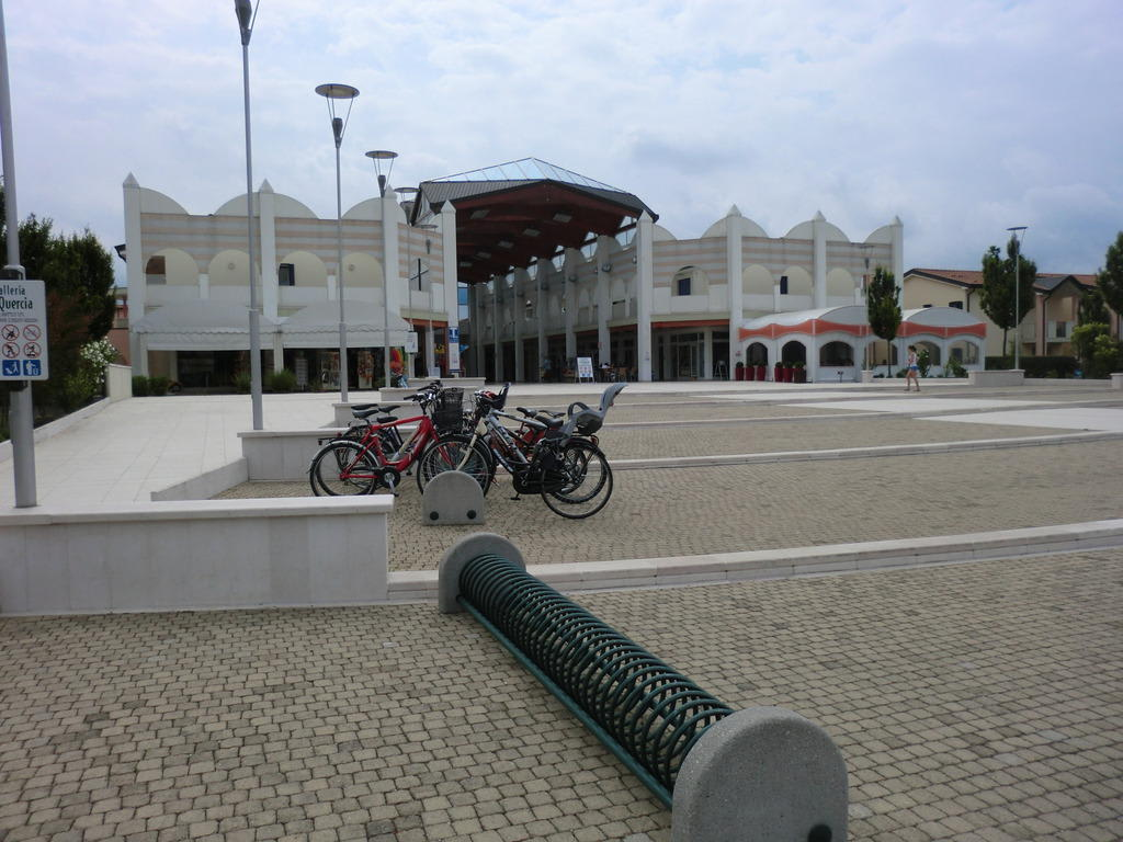 Market/Bazaar/Shopping center