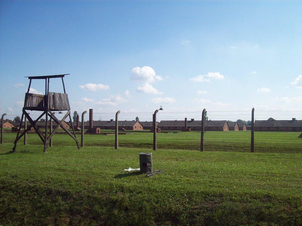 """Bild """"Das Frauenlager"""" zu KZ-Gedenkstätte Auschwitz in Oświęcim ..."""