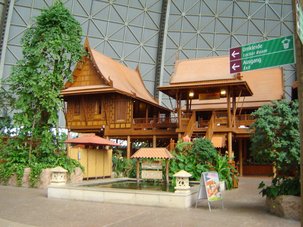 Bild thai haus zu tropical islands resort in krausnick for Haus island