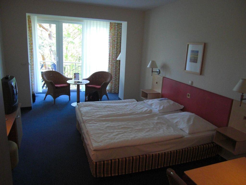 bild aufenthaltsbereich zu ifa r gen hotel ferienpark. Black Bedroom Furniture Sets. Home Design Ideas