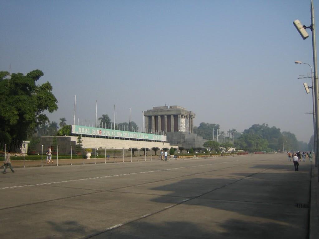 Das Mausoleum und der Exerzierplatz in Hanoi. - Ho Chi Minh-Mausoleum