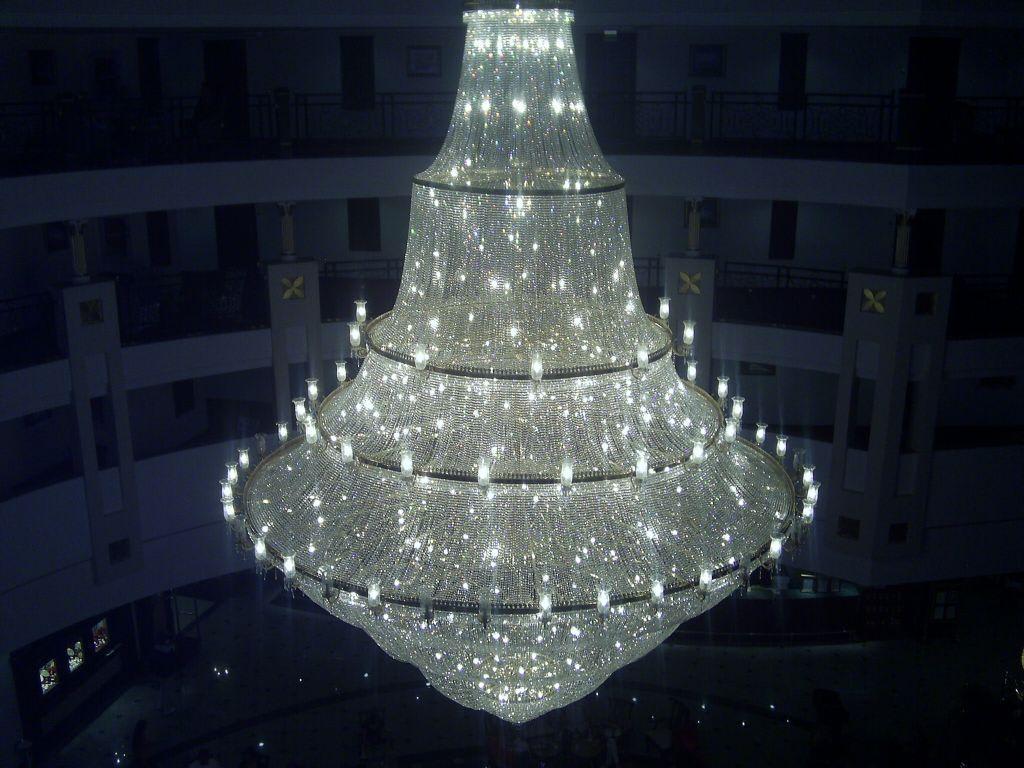bild gro e kronleuchter zu hotel delphin palace in lara. Black Bedroom Furniture Sets. Home Design Ideas