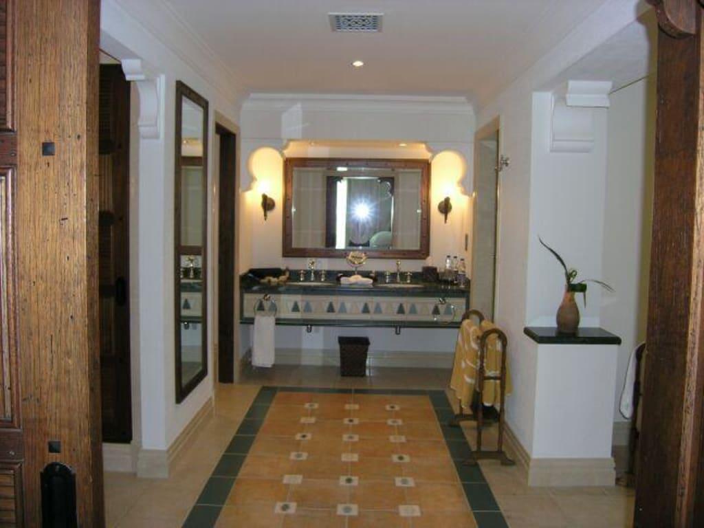 bild dar al masyaf traum badezimmer mit wanne dusche wc und s zu hotel madinat jumeirah. Black Bedroom Furniture Sets. Home Design Ideas