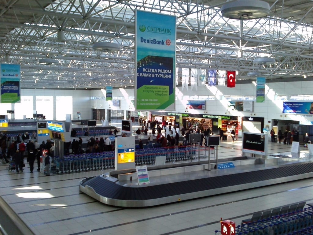 Anzeigetafel Flughafen Antalya