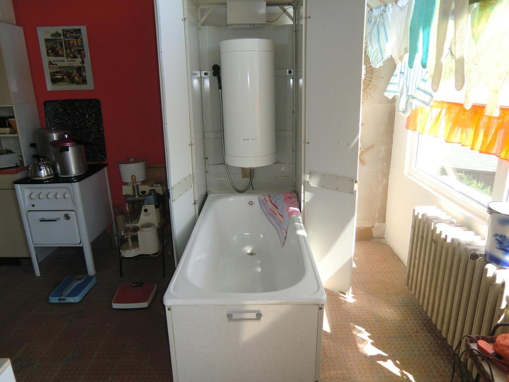 bild wer kein bad hatte hier die l sung in der k che zu ddr museum thale in thale. Black Bedroom Furniture Sets. Home Design Ideas