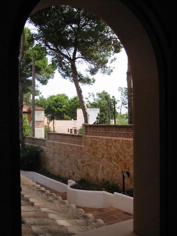 Bild Quot Blick Durch Das Offene Fenster Des Eingangsbereichs