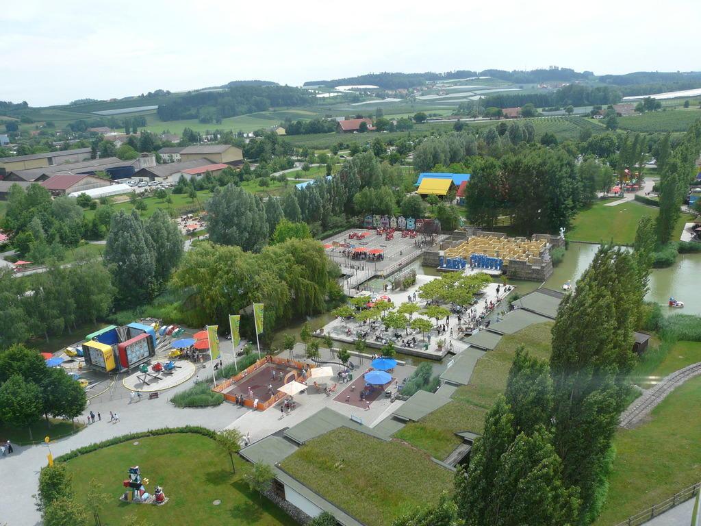 """Bild """"Blick von oben"""" zu Ravensburger Spieleland in Meckenbeuren"""