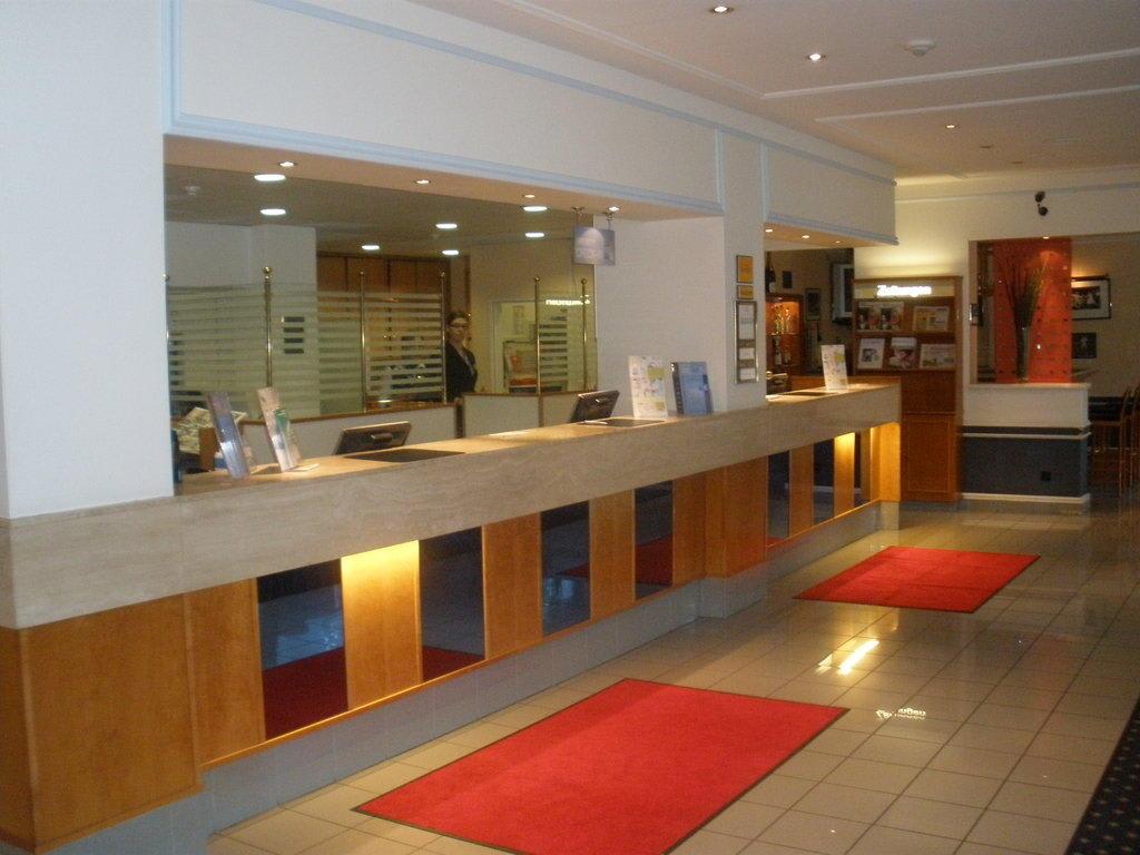Schöne Rezeption Bilder Lobby & Eingang TRYP by Wyndham Hotel Hamburg Arena