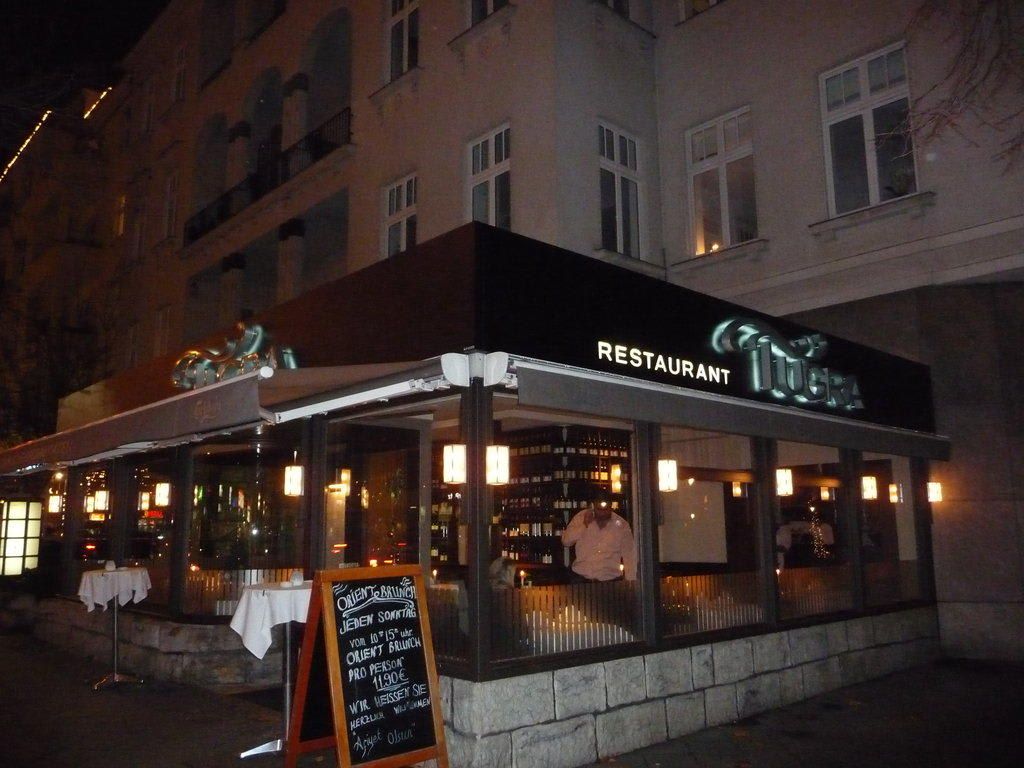 bild aussenansicht zu restaurant tugra in berlin charlottenburg wilmersdorf. Black Bedroom Furniture Sets. Home Design Ideas