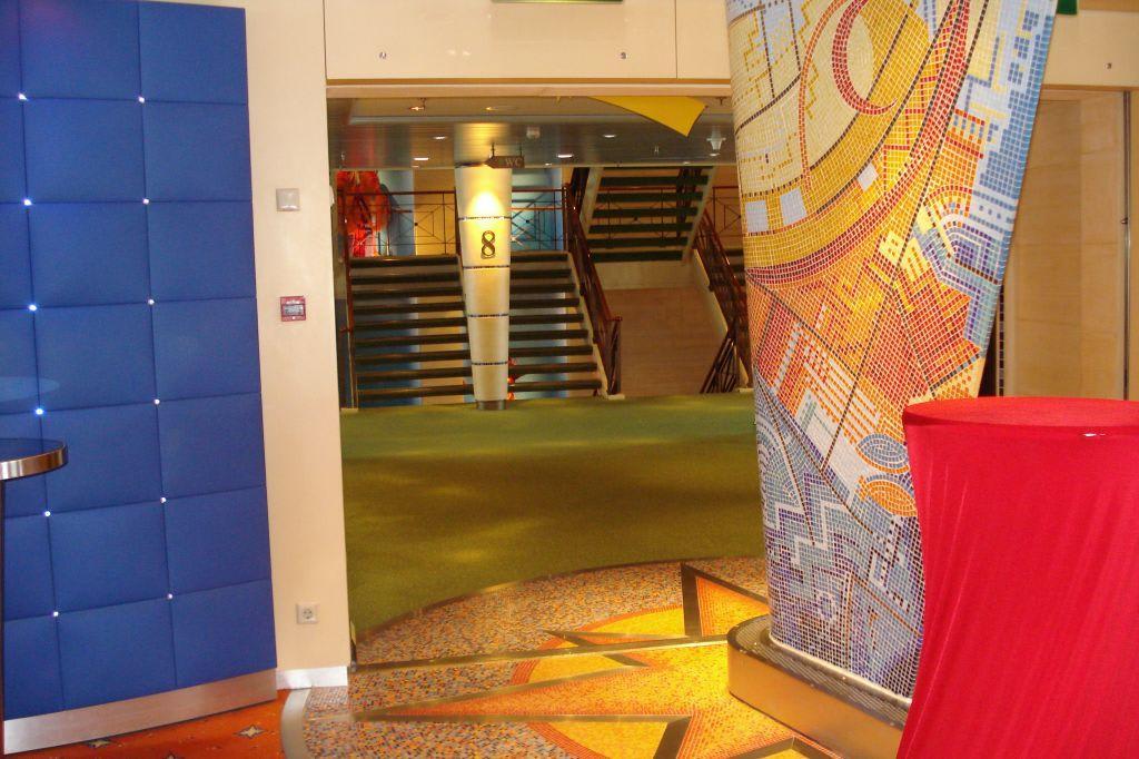 Bild Quot Treppe Deck 8 Von Aida Bar Ausgesehen Quot Zu Aidaaura In