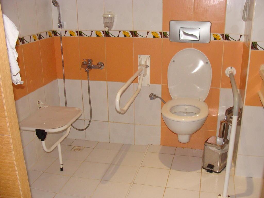 bild behindertengerechte dusche mit notruf zu my home resort in avsallar. Black Bedroom Furniture Sets. Home Design Ideas