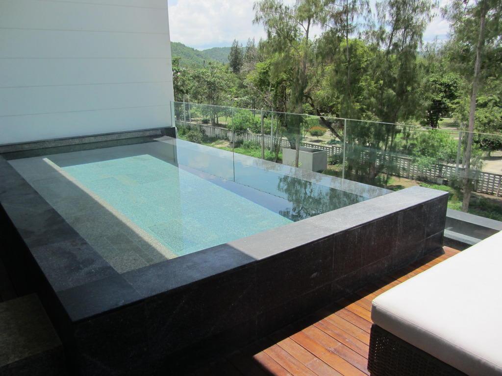 Bild der pool der deluxe sky pool suite zu hotel cape nidhra in hua hin - The sky pool a deluxe adventure ...