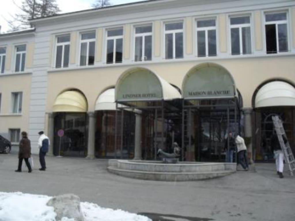 Haupteingang des Hotels Bilder Außenansicht Heliopark Hotels & Alpentherme Leukerbad