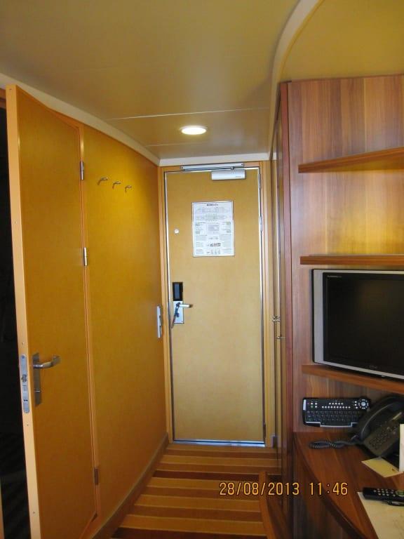 links bad re fernseher bilder kabine aidabella. Black Bedroom Furniture Sets. Home Design Ideas