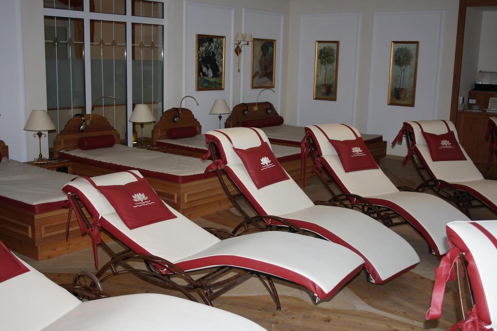 bild ruheraum mit wasserbetten und liegen zu dolce vita hotel preidlhof in naturns naturno. Black Bedroom Furniture Sets. Home Design Ideas