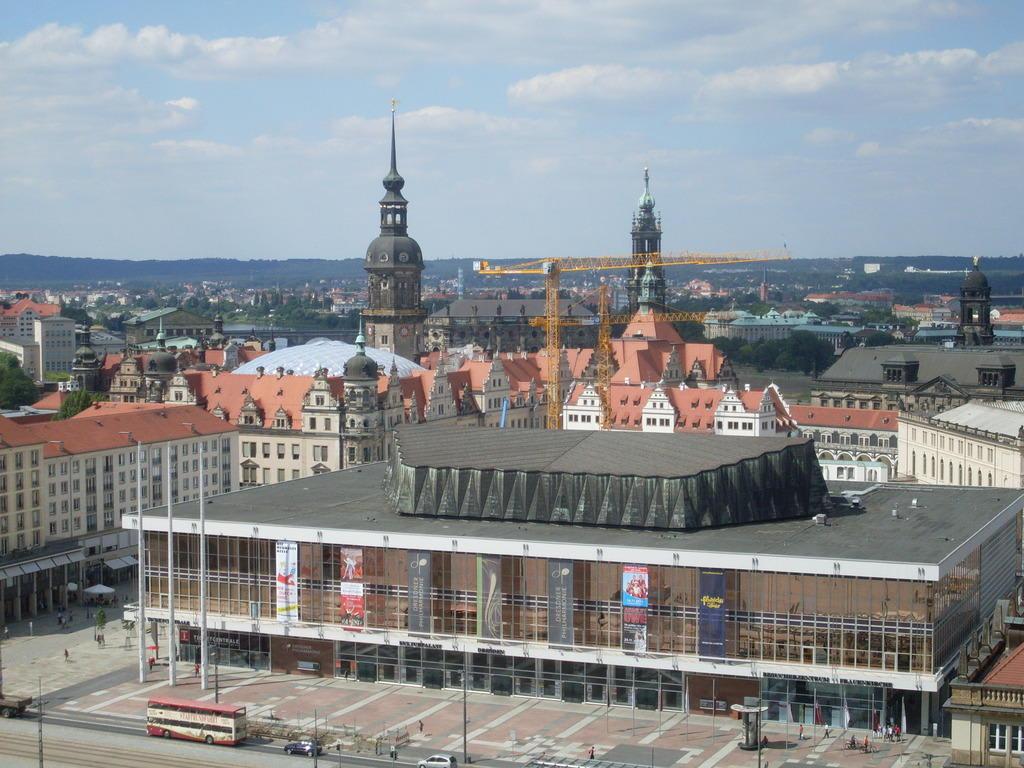 Bild historisches zentrum und kulturpalast zu dresden in for Dresden hotel zentrum