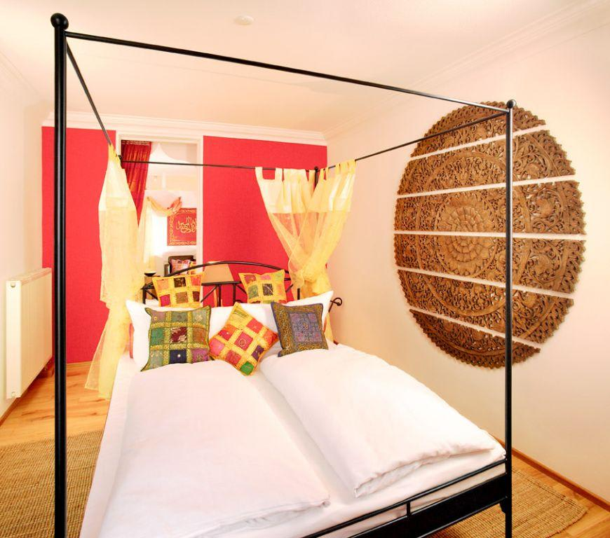 bild orientalisches schlafzimmer mit seeblick zu hotel wellness spa domizil helvetia in lindau. Black Bedroom Furniture Sets. Home Design Ideas