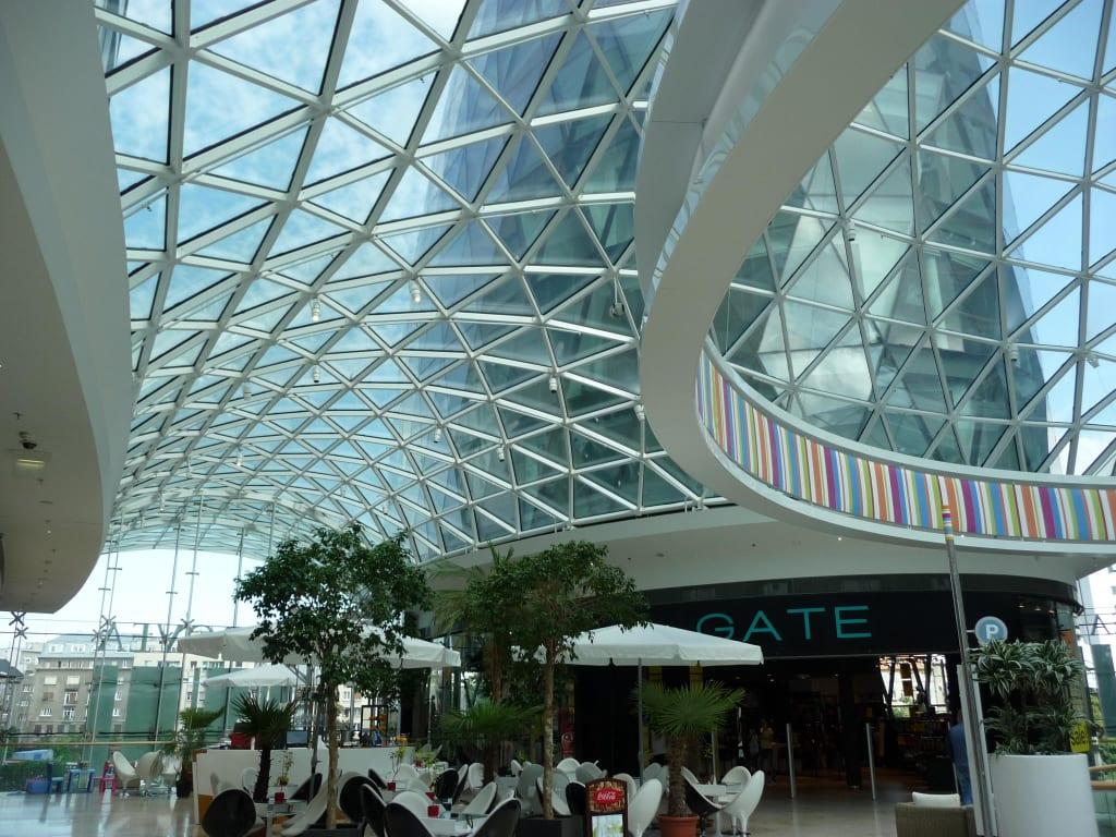 Bild moderne architektur zu galleria eurovea in bratislava for Moderne architektur