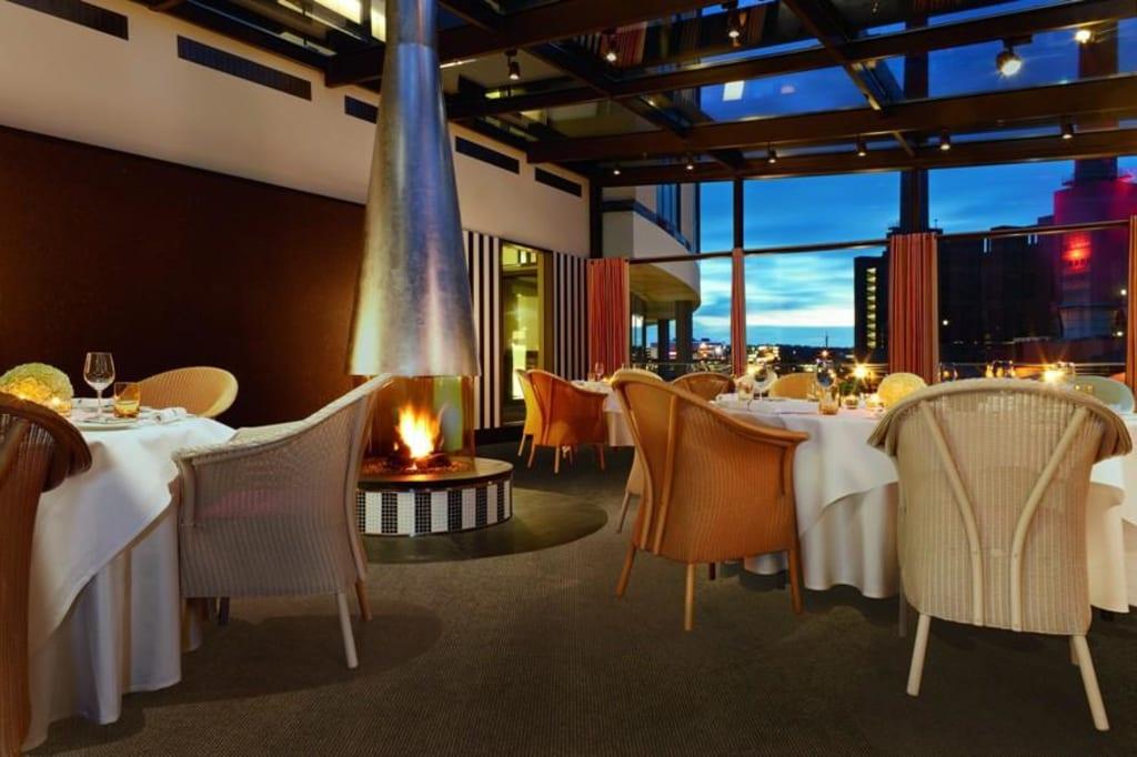 bild restaurant hafenterrasse zu hotel the ritz carlton wolfsburg in wolfsburg. Black Bedroom Furniture Sets. Home Design Ideas