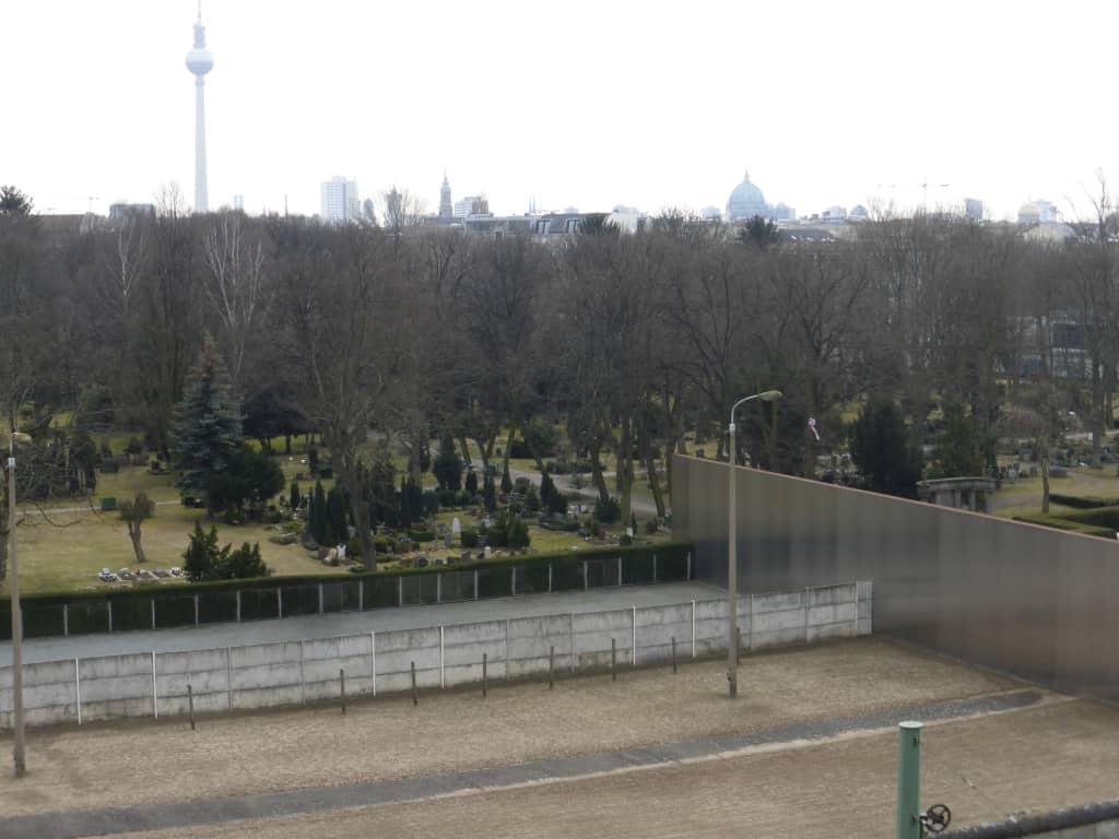 Bild Blick Vom Aussichtsturm Dokumentationszentrum Zu Gedenkstatte Berliner Mauer In Berlin Mitte