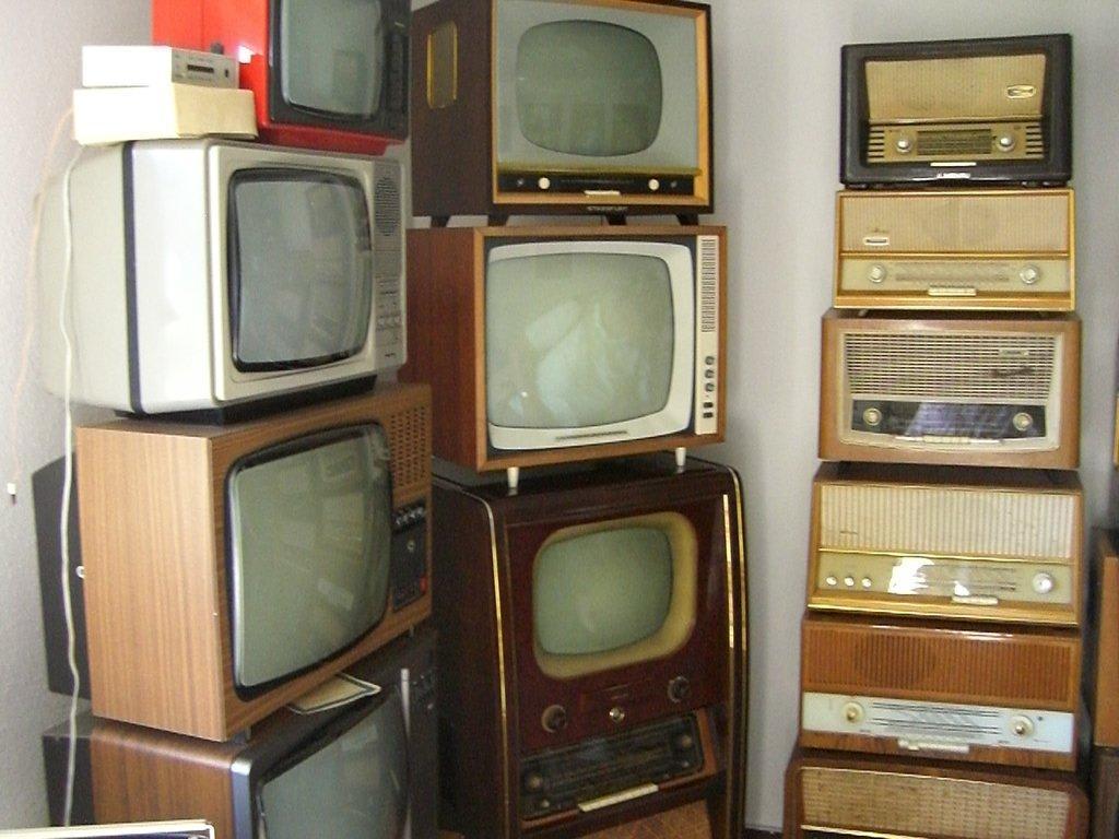 Bild Alte Fernseher Und Radios Zu Ddr Museum Burg In Burg Spreewald