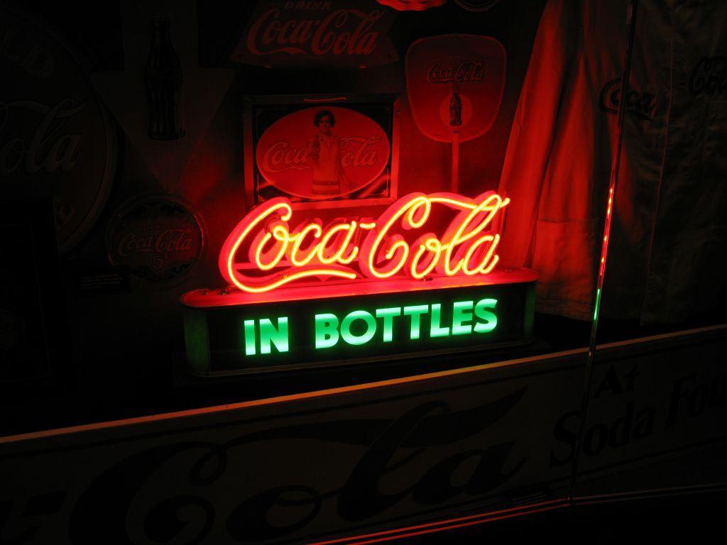 bild coca cola leuchtreklame zu coca cola world in atlanta. Black Bedroom Furniture Sets. Home Design Ideas
