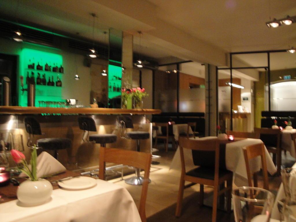 bild restaurant mit bar zu achat plaza herzog am dom regensburg hotel in regensburg. Black Bedroom Furniture Sets. Home Design Ideas