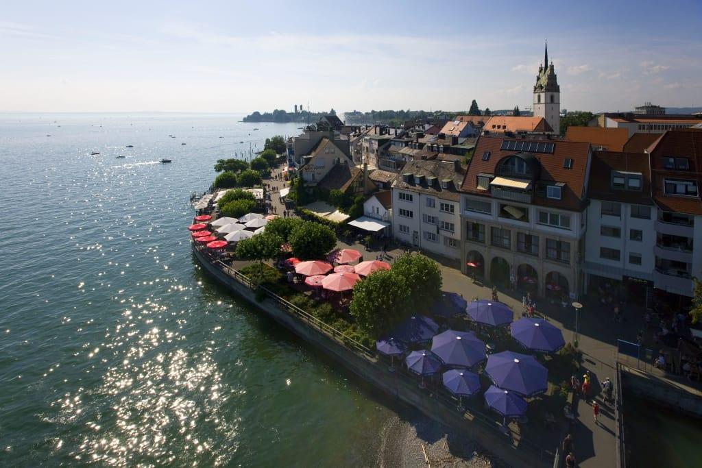 Uferpromenade Von Friedrichshafen Am Bodensee Bild Promenade In