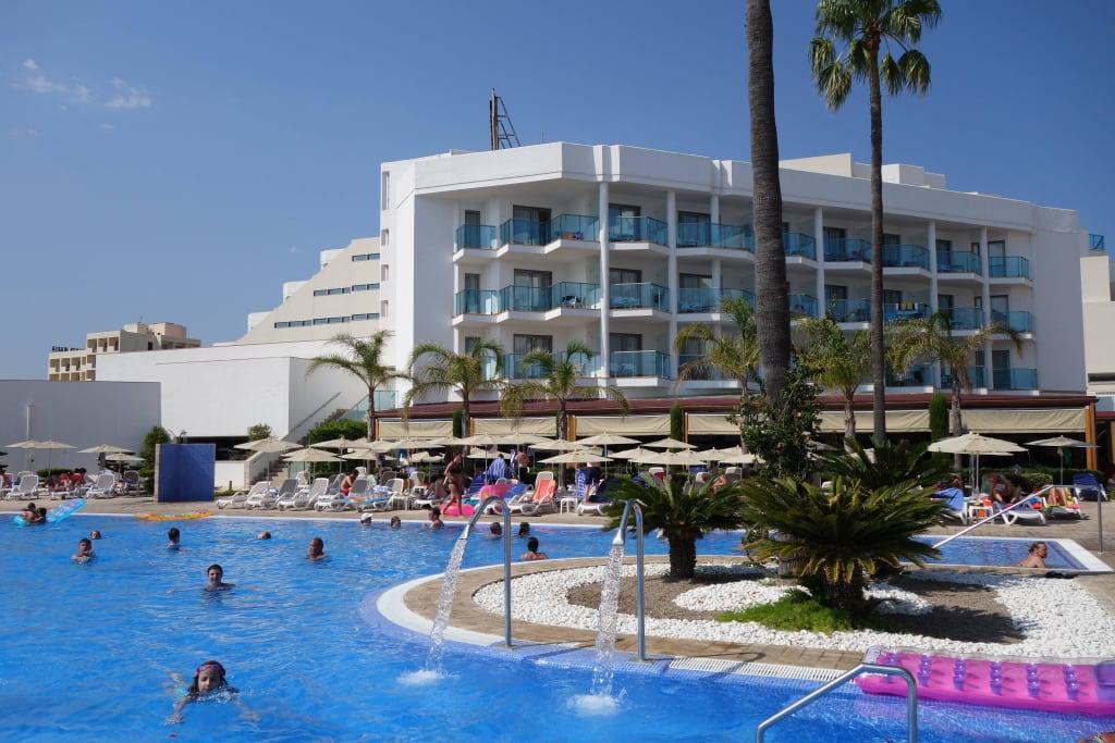 1173748605jpg With katzennetz balkon mit cala millor hotel garden