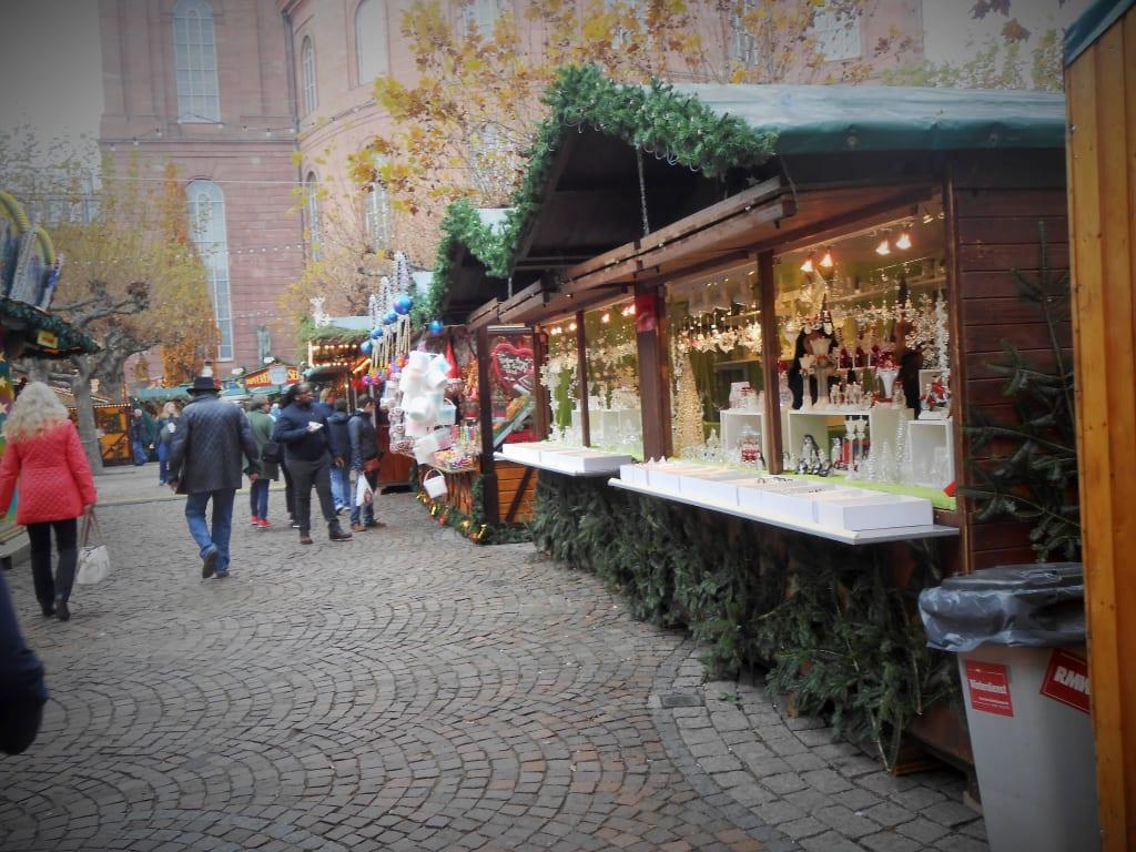 Weihnachtsmarkt Frankfurt Main.Bild Weihnachtsmarkt Frankfurt Verkaufsstände Zu Weihnachtsmarkt