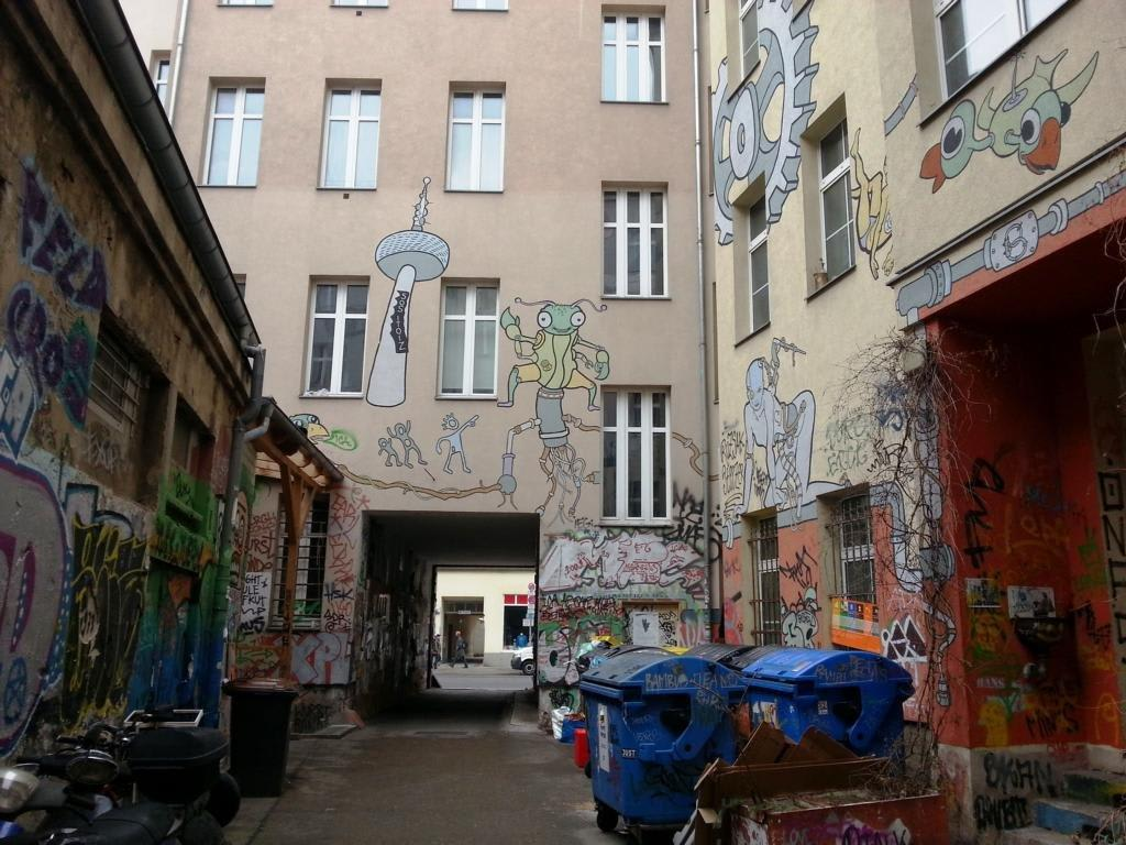 Bild Ein Berliner Hinterhof Extrem Zu Berlin Mitte In