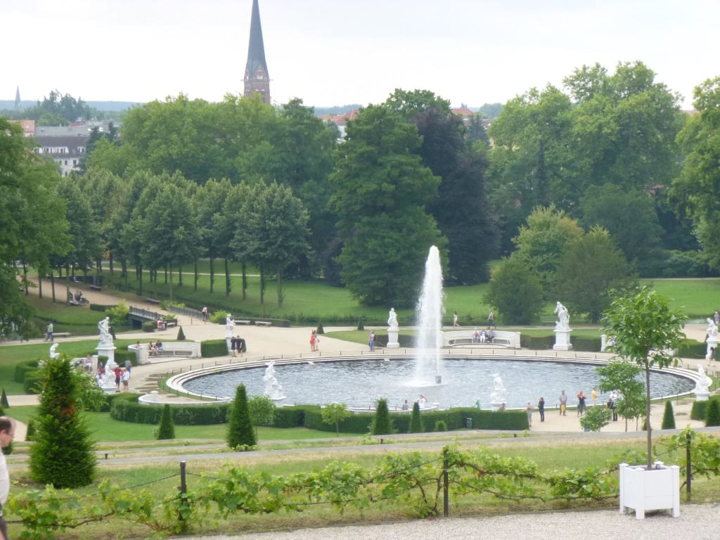 bild brunnen im park zu schlosspark sanssouci in potsdam. Black Bedroom Furniture Sets. Home Design Ideas