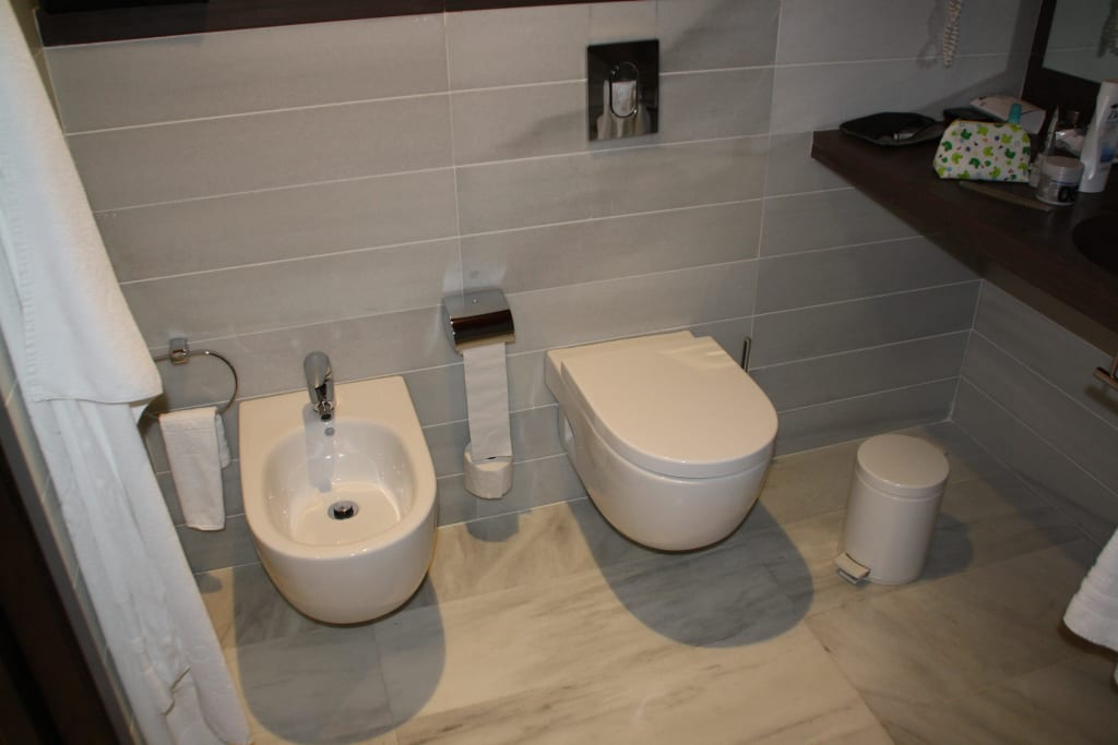 bild toilette und bidet zu hipotels gran conil hotel. Black Bedroom Furniture Sets. Home Design Ideas