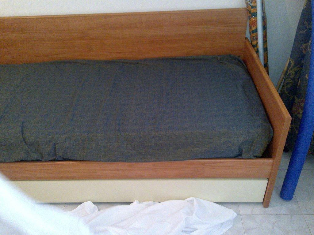 bild bett zum ausziehen f r 2 personen zu camping san. Black Bedroom Furniture Sets. Home Design Ideas