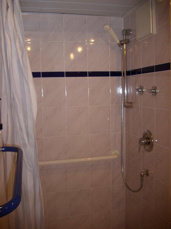 Bild badezimmer dusche zu hotel k nig ludwig in schwangau - Ludwig badezimmer ...