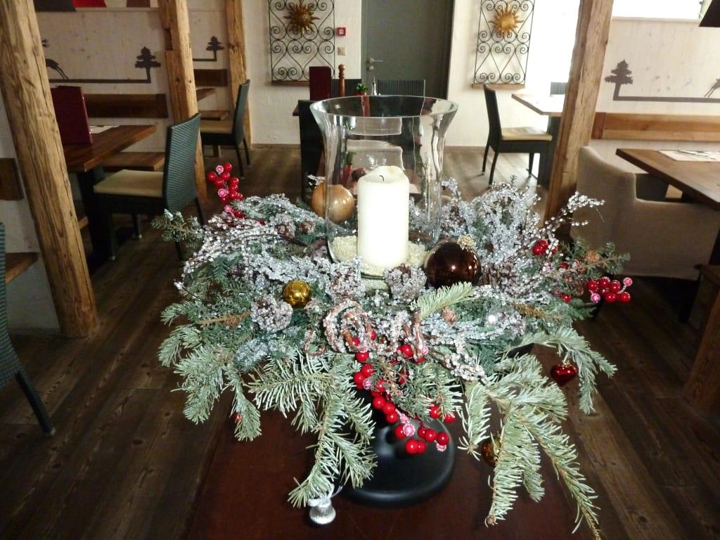 bild weihnachtliche dekoration zu hotel the piz in st moritz. Black Bedroom Furniture Sets. Home Design Ideas