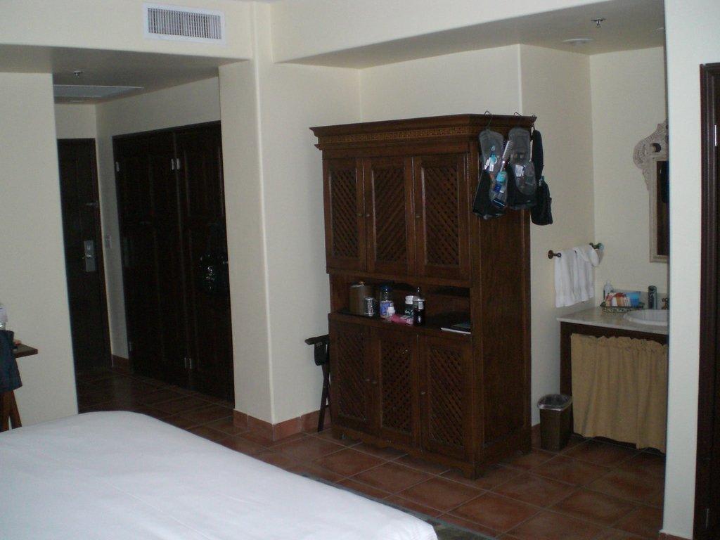 spiegel mit fernseher badspiegel mit fernseher biga. Black Bedroom Furniture Sets. Home Design Ideas