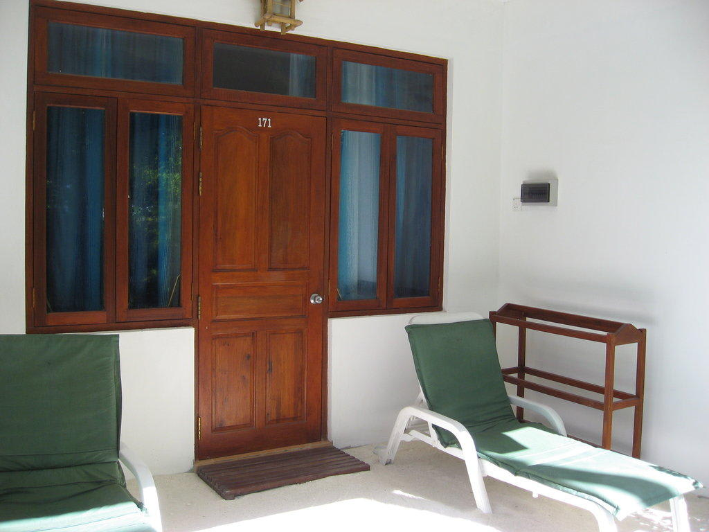 bild gartenbungalow zu hotel angaga island resort in ari. Black Bedroom Furniture Sets. Home Design Ideas