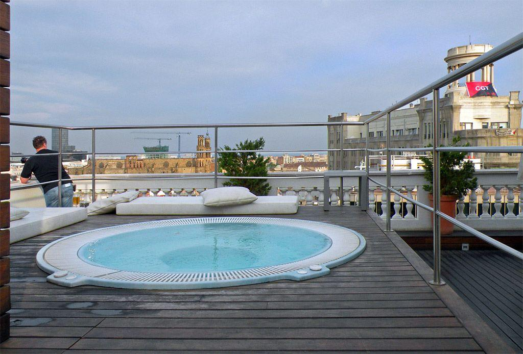 bild whirlpool auf der dachterrasse zu hotel h10. Black Bedroom Furniture Sets. Home Design Ideas
