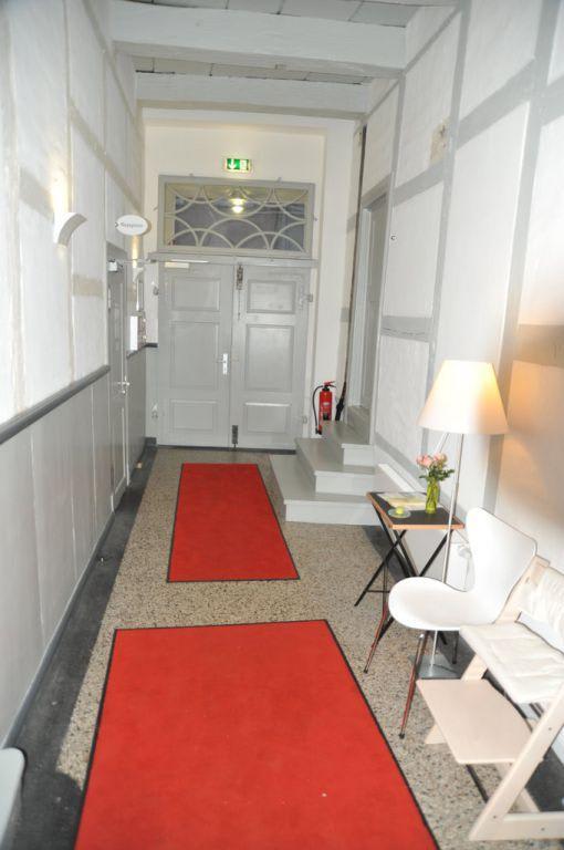 Schmaler Flur Bilder : Bild Schmaler Flur, steile Treppen zu Hotel Einzigartig  Das kle