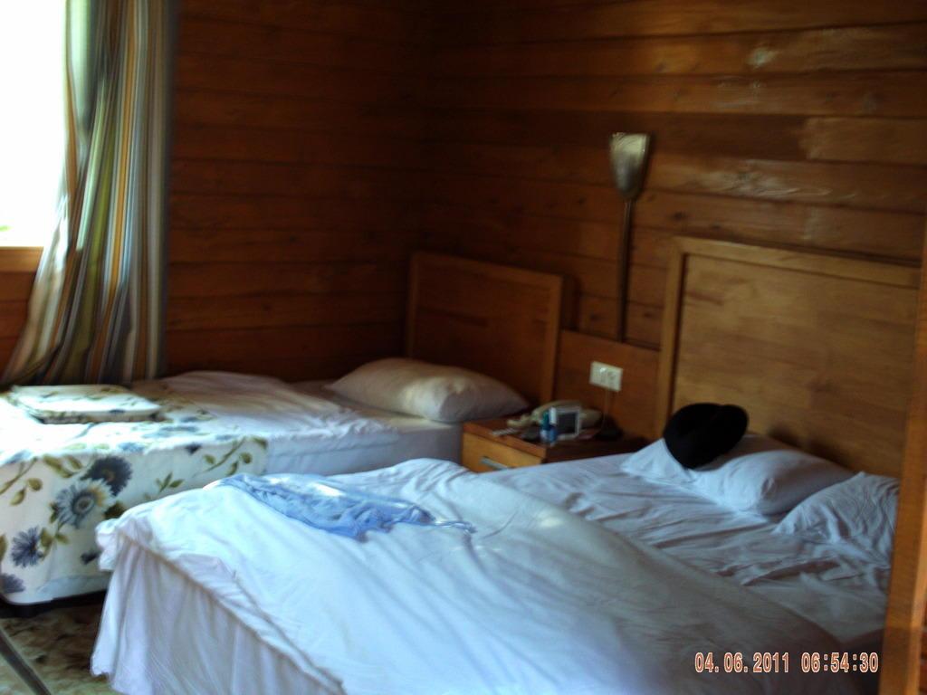 bild bungalow des schreckens zu hotel sultan of side in evrenseki. Black Bedroom Furniture Sets. Home Design Ideas