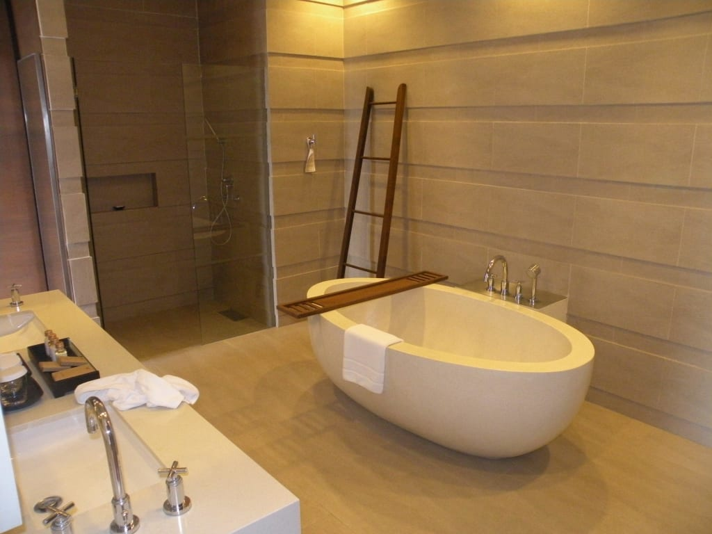 badezimmer ideen badewanne: fliesen im bad fliesengestaltung, Badezimmer