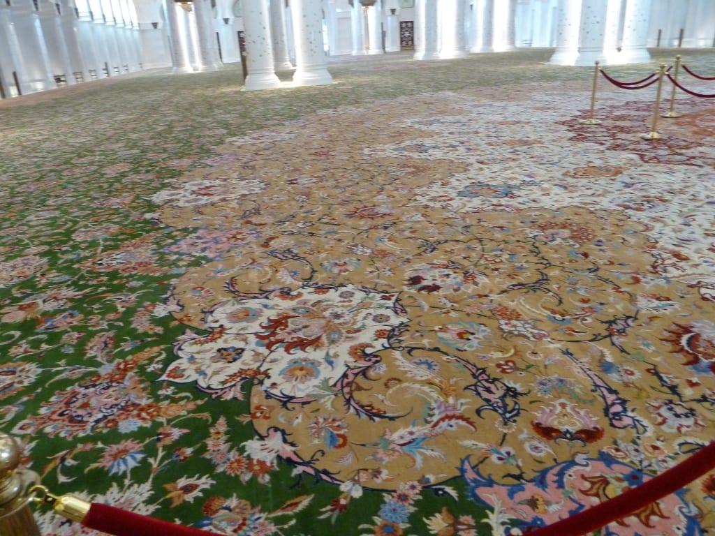Bild Teppich im Innenraum zu Scheich Zayed Grand Moschee