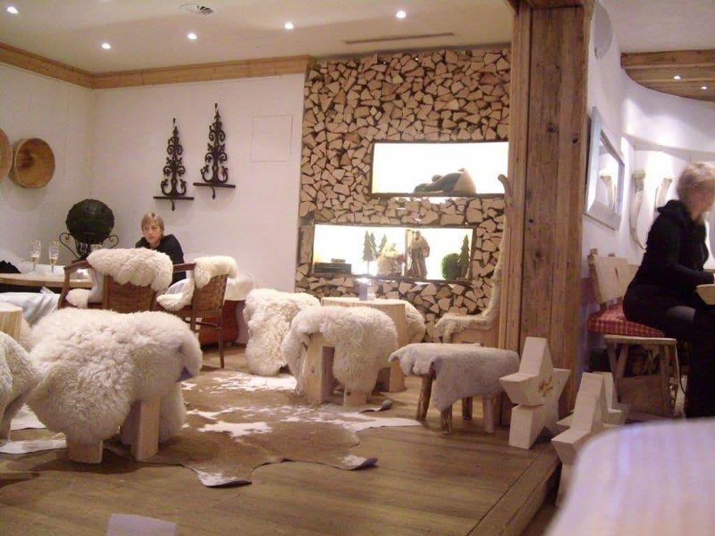 Bild hotelhalle zu hubertus alpin lodge spa in for Designhotel hubertus alpin lodge spa