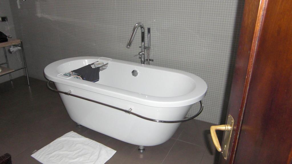 Die freistehende Badewanne Bilder Zimmer Hotel Casa Higueras