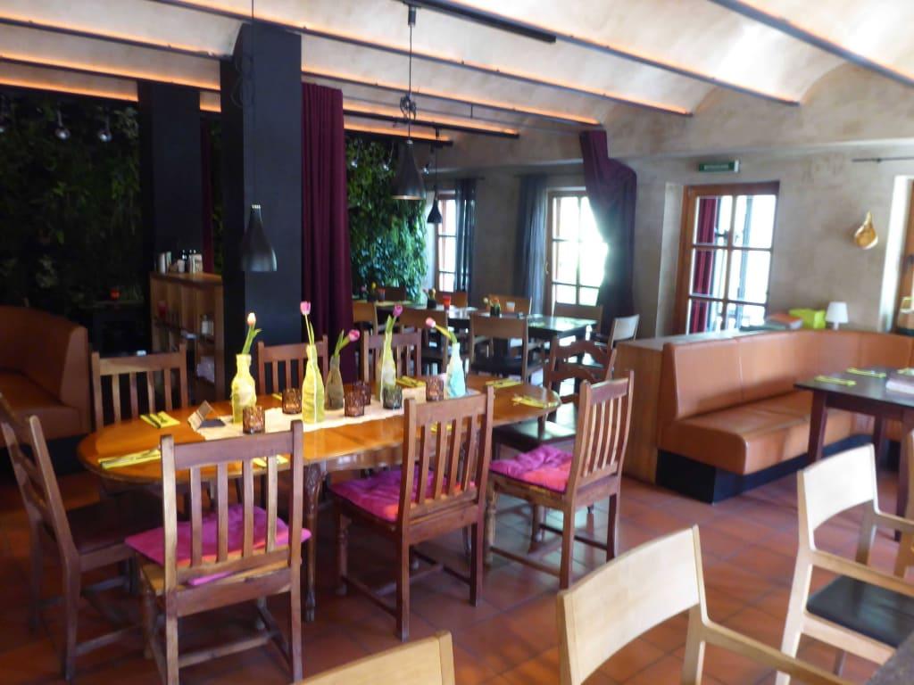 bild sch ne einrichtung zu restaurant thai bay schnitzm hle in viechtach. Black Bedroom Furniture Sets. Home Design Ideas