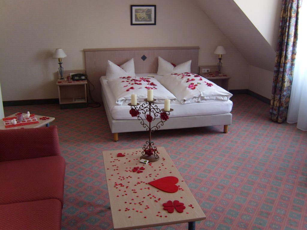 Bild romantische zimmerdekoration zu hotel am schlo in for Zimmerdekoration