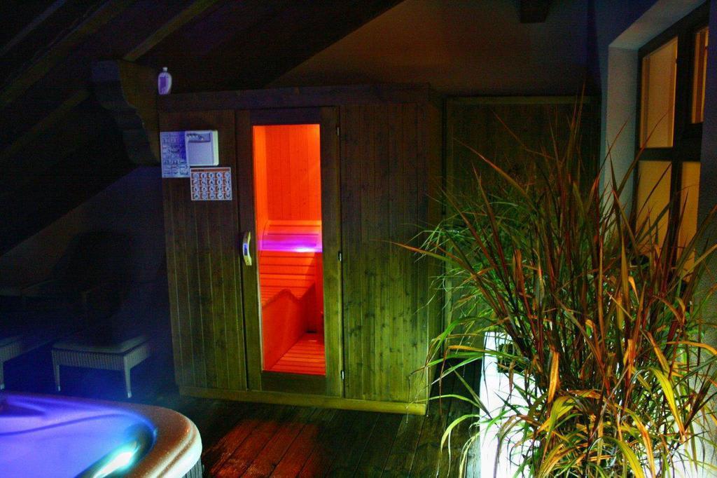 bild whirlpool und sauna in der mini penthouse suite zu hotel andreus golf spa resort in san. Black Bedroom Furniture Sets. Home Design Ideas